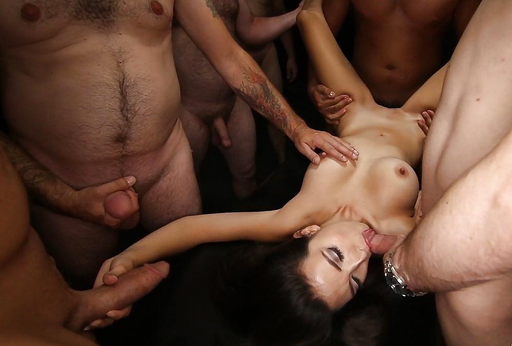 Секс Видео Толпа Кончает Внутрь Шлюхам