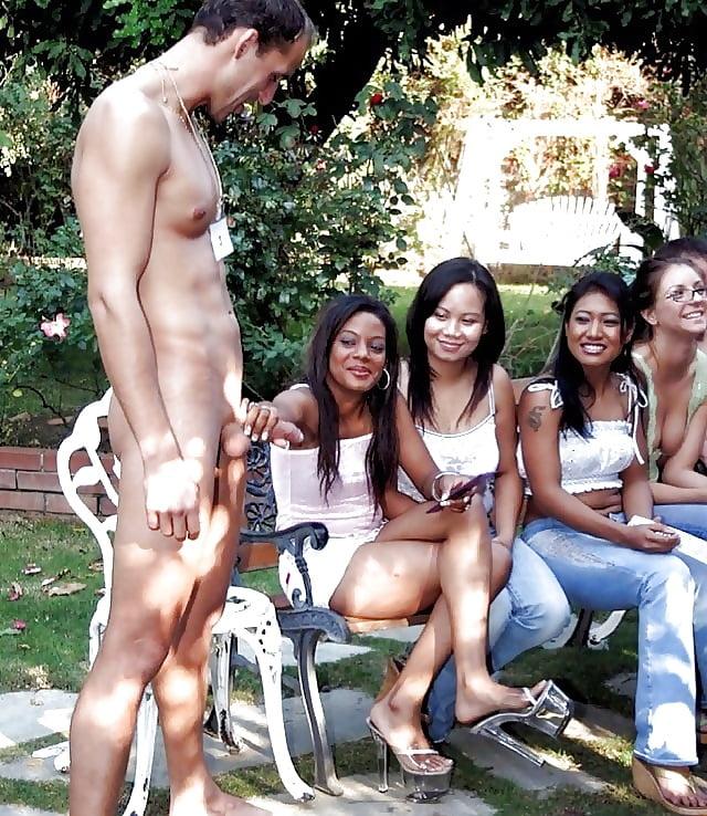 Обнаженный Перед Девушками