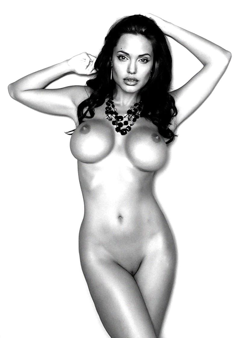 Обнаженная Грудь Джоли