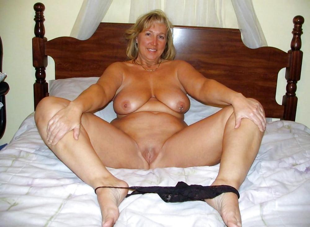 Зрелые дамы показали свои сексуальные тела порно фото бесплатно