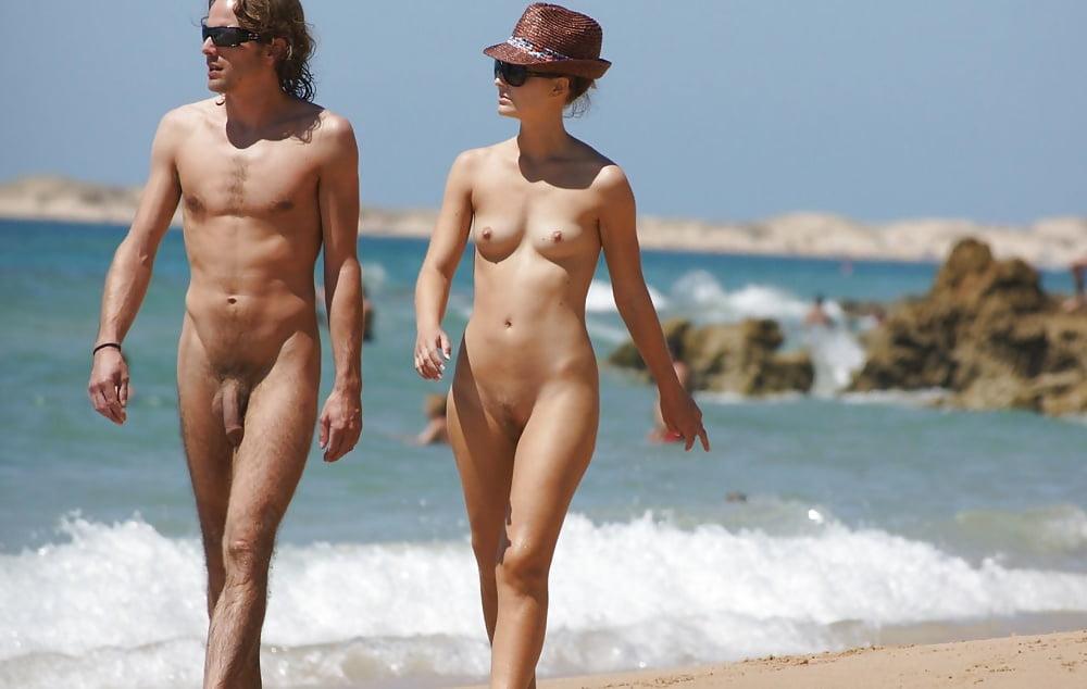 Пар Нудистов На Пляже