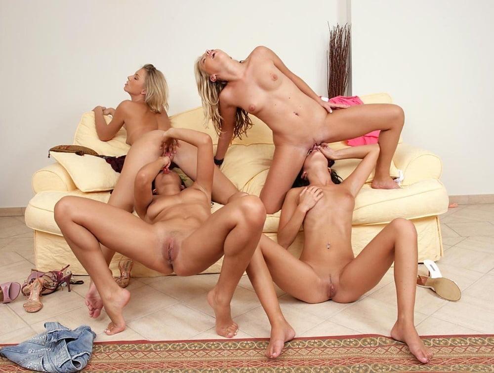 Три голые девушки устроили групповое порно