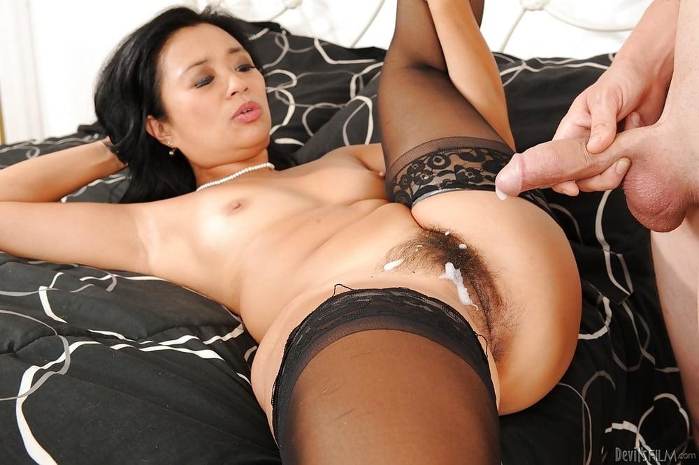 Увлекательная ебля с милой азиаткой в эротичных трусиках