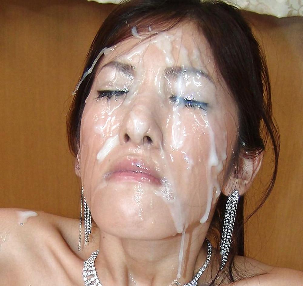 Японка получила много спермы на лицо