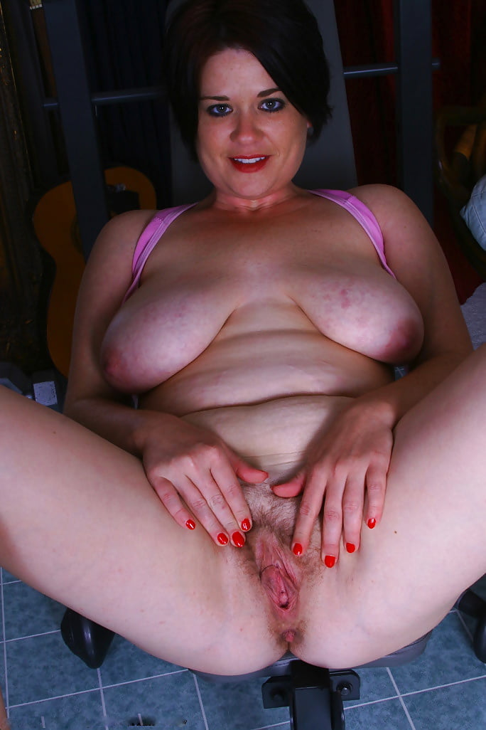 Thick and hairy women-4711