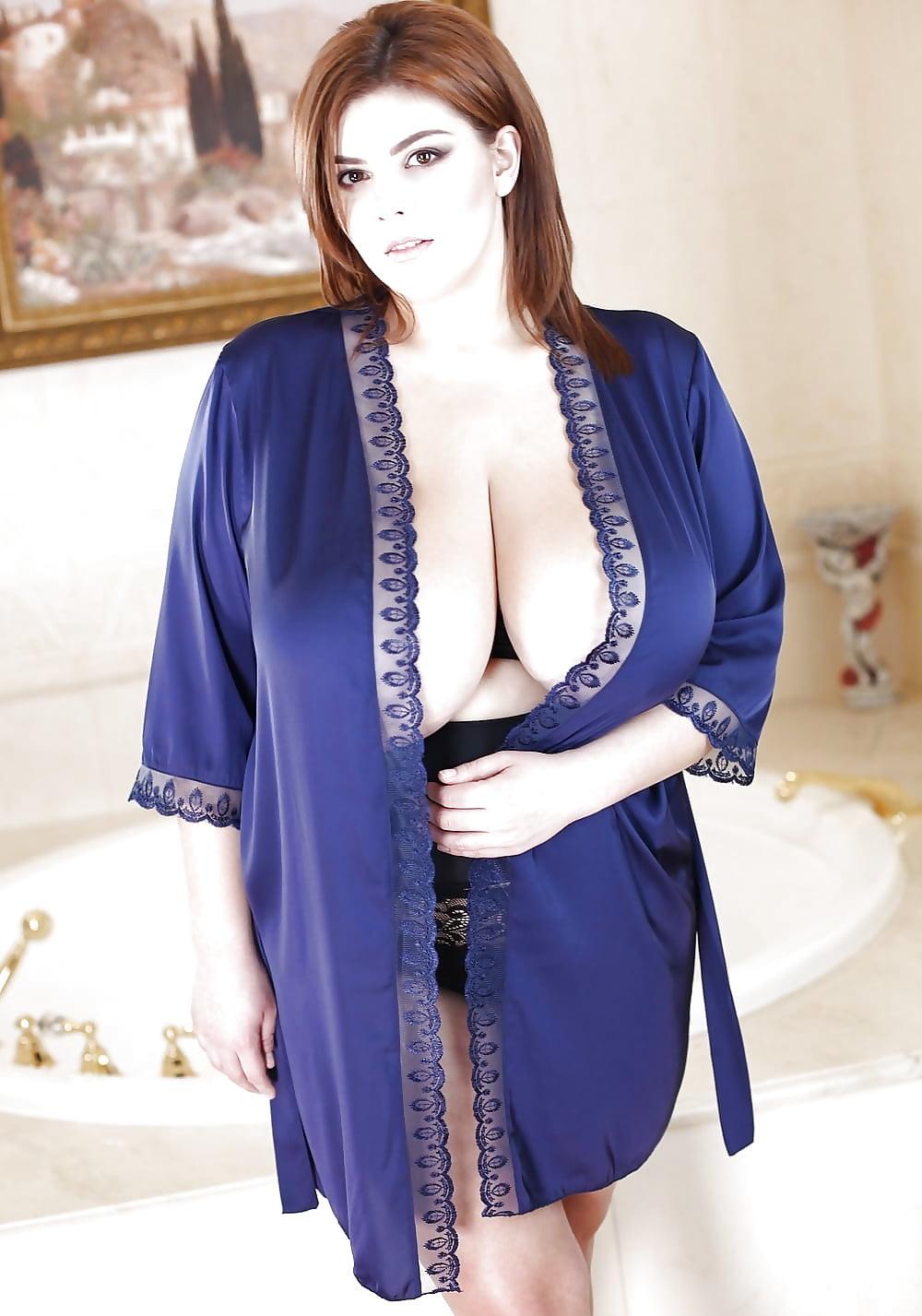 robe-boobs
