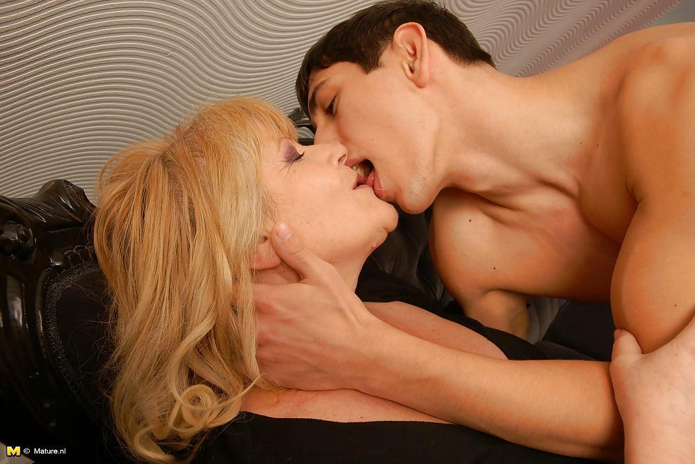 couric-exposed-young-boy-kiss-porn-through-panties-nude
