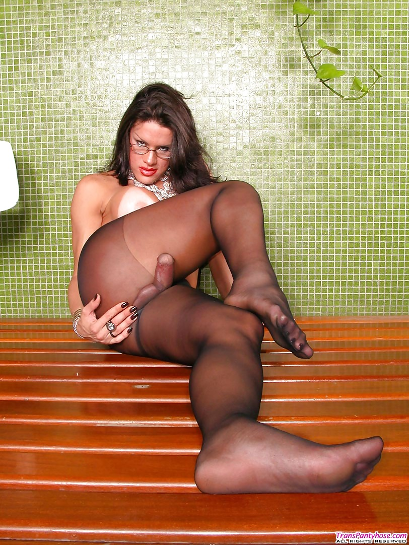 Kinky Shemale In Tights