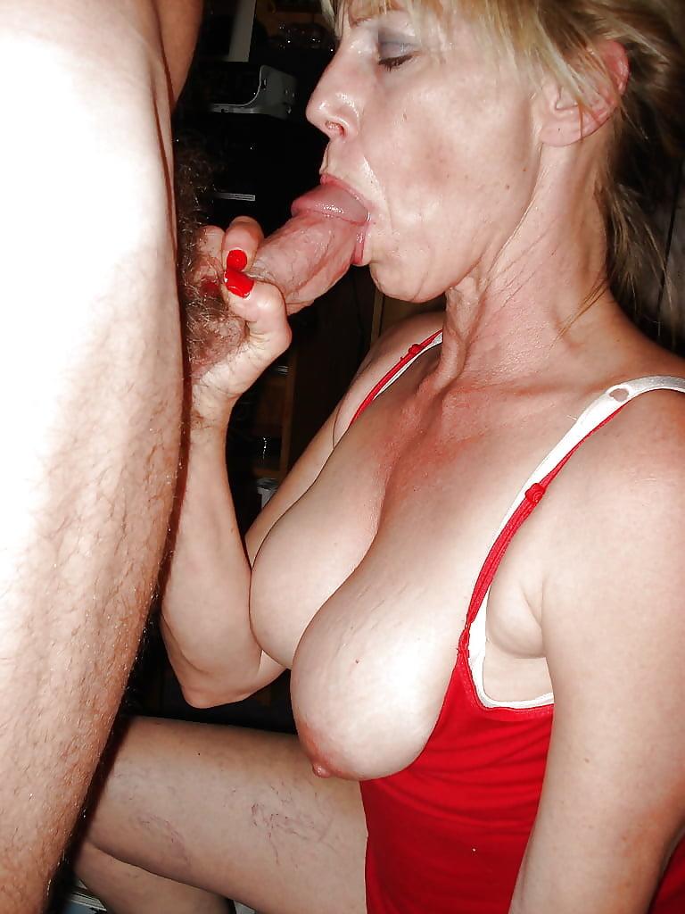 Фото баб в возрасте сосут, смотреть порно мамки фотки
