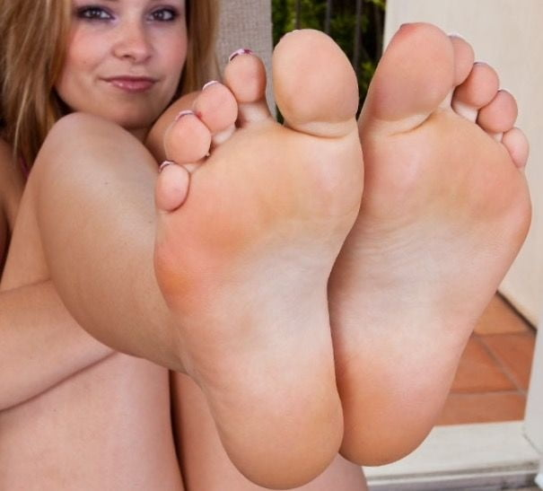 Sexy feet girl and sweet feet