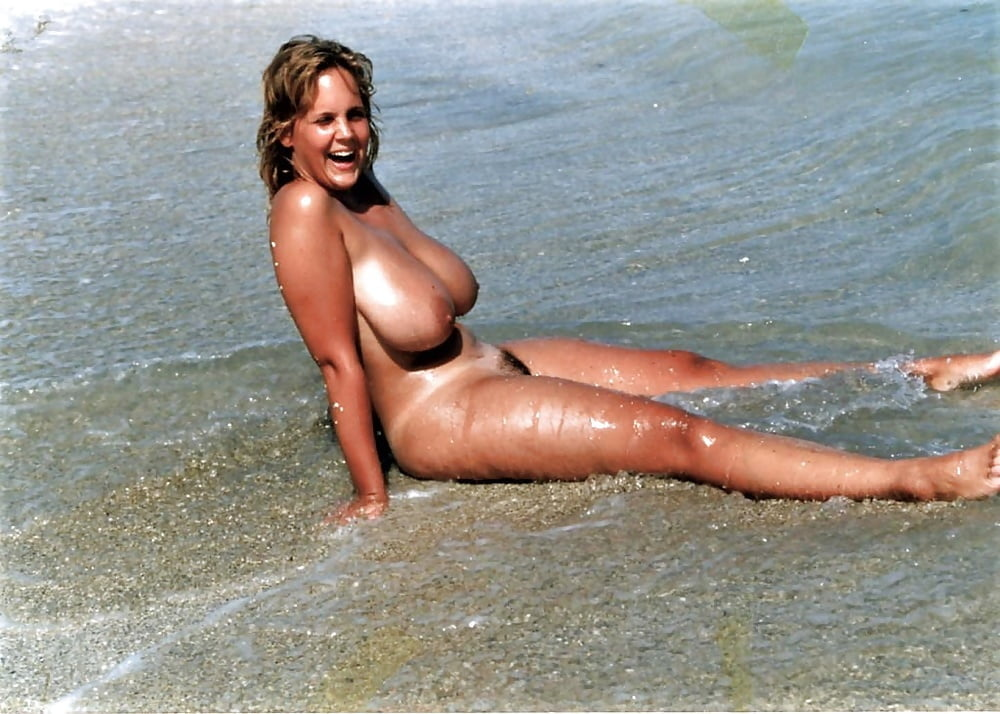 sexy-milfs-nude-beach-kissed-a-girl-by-kate-perry