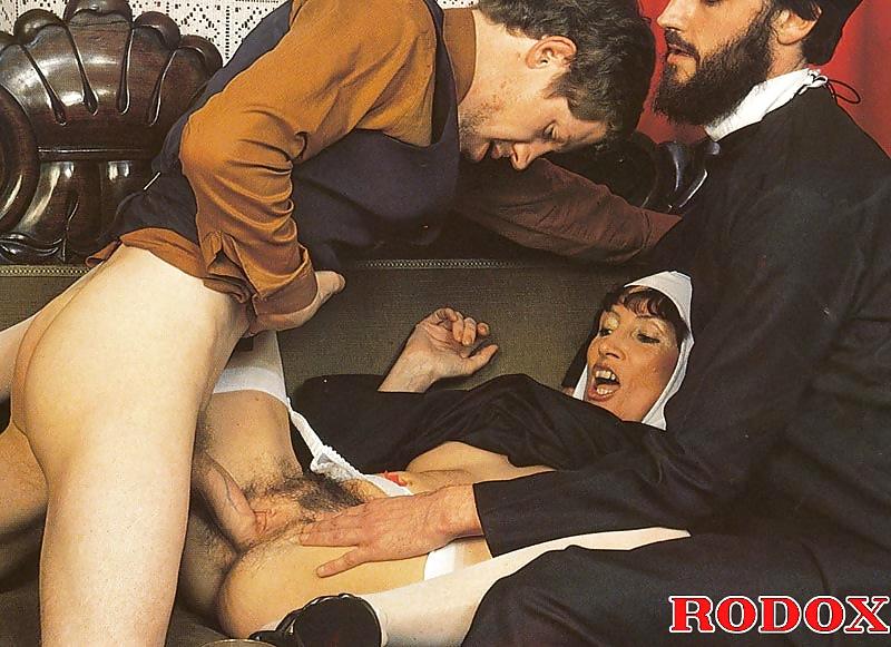 porno-eroticheskie-foto-svyashennosluzhiteley-lapat-onlayn-striptizer