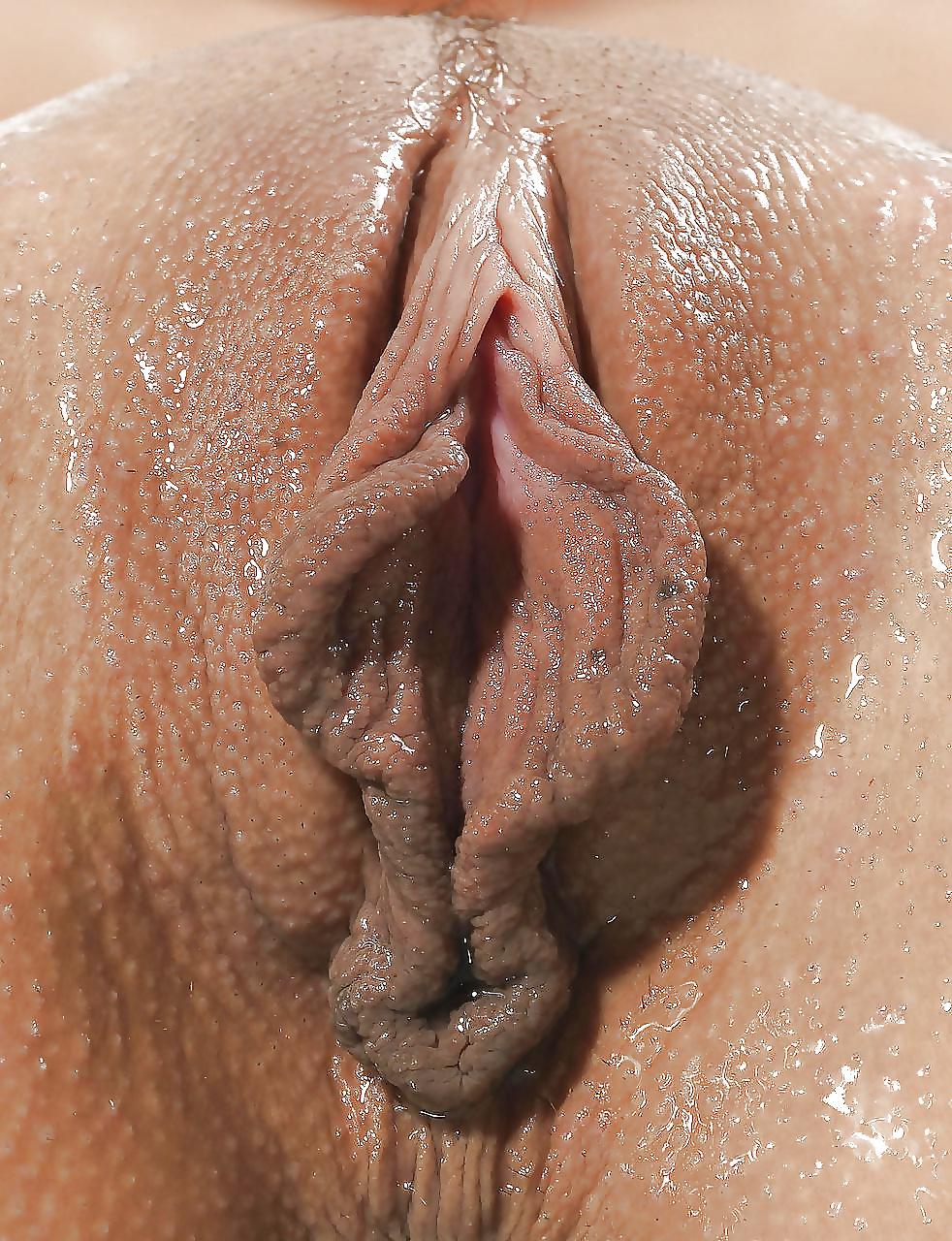 Самые красивые половые губы крупным планом, подглядывание за под столом видео