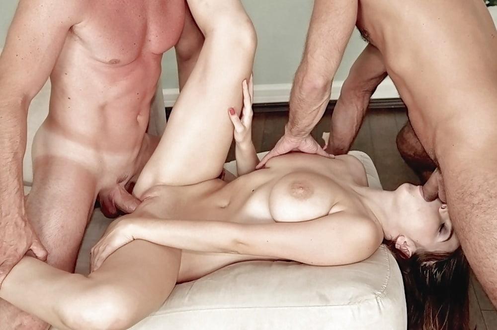 нехристианской глубокий секс с двумя мужчинами парень понял