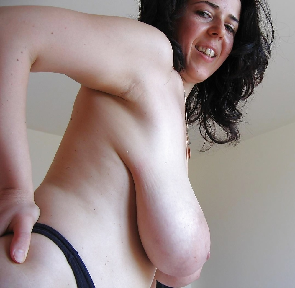 Thick saggy titties nudes, naked cheerleader mom