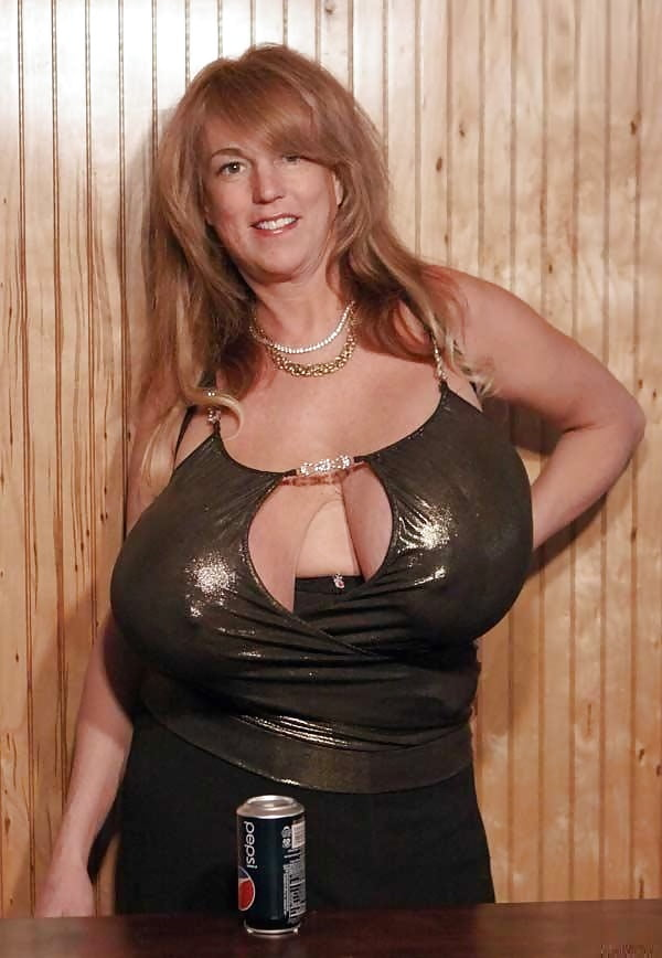 busty-heart-photo-divas