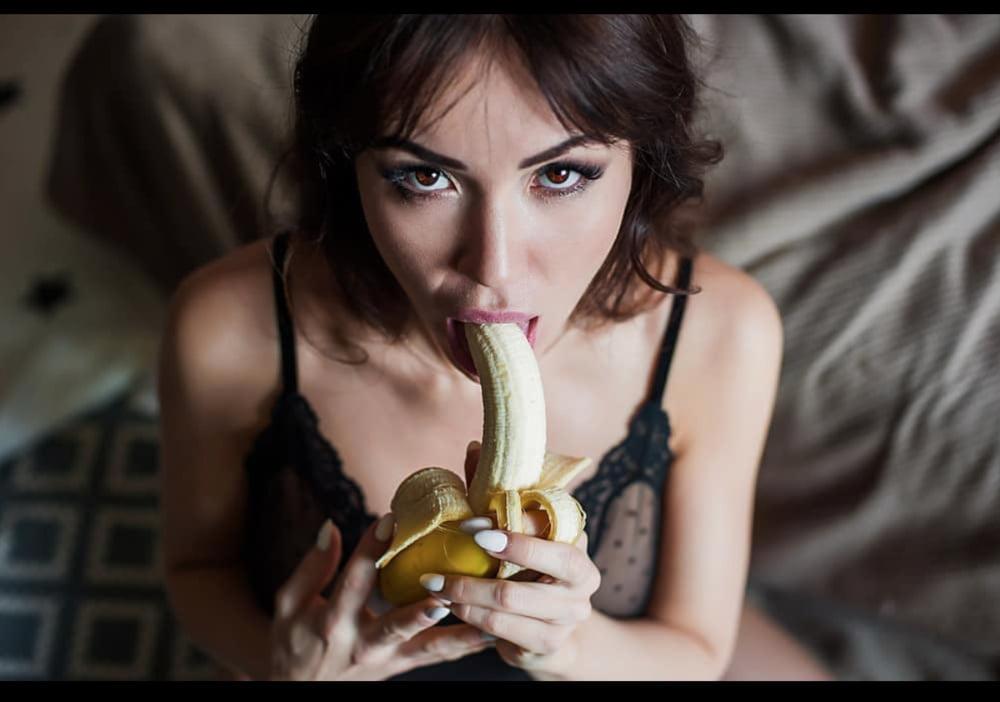 Брюнетка раком и с членом во рту картинки, домашнее порнофото секса со взрослыми женщинами