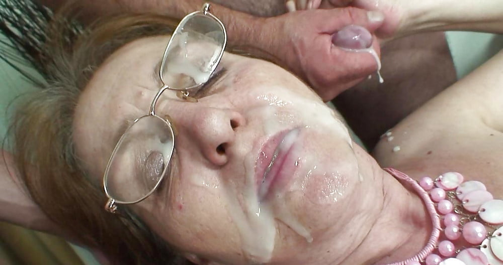 Old woman give blowjob