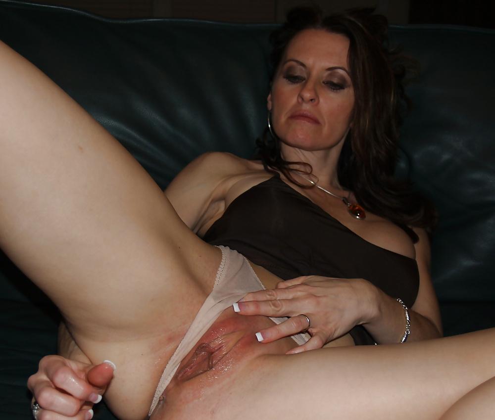 Порно видео зрелая мастурбирует свою пизду, огромные члены натягивают узкие киски подборка