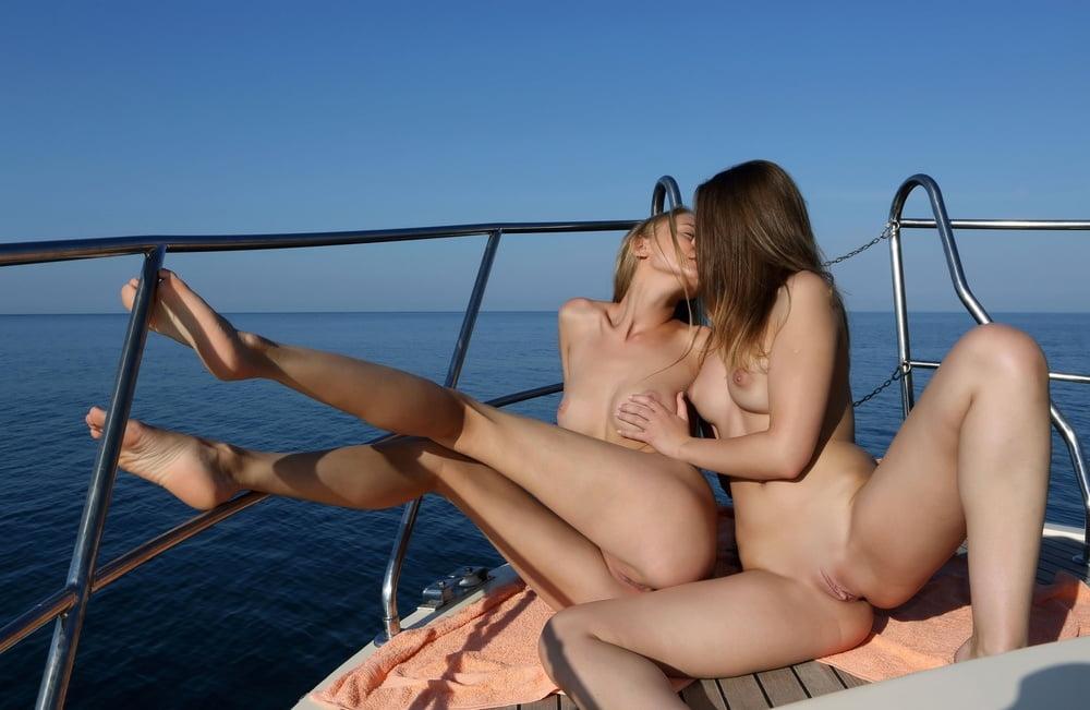 лесбиянки на яхте видео - 2