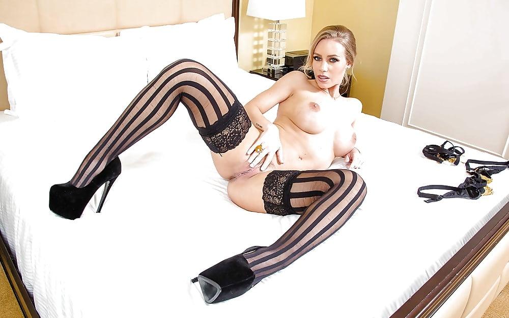 фото порно полосатые чулки - 2