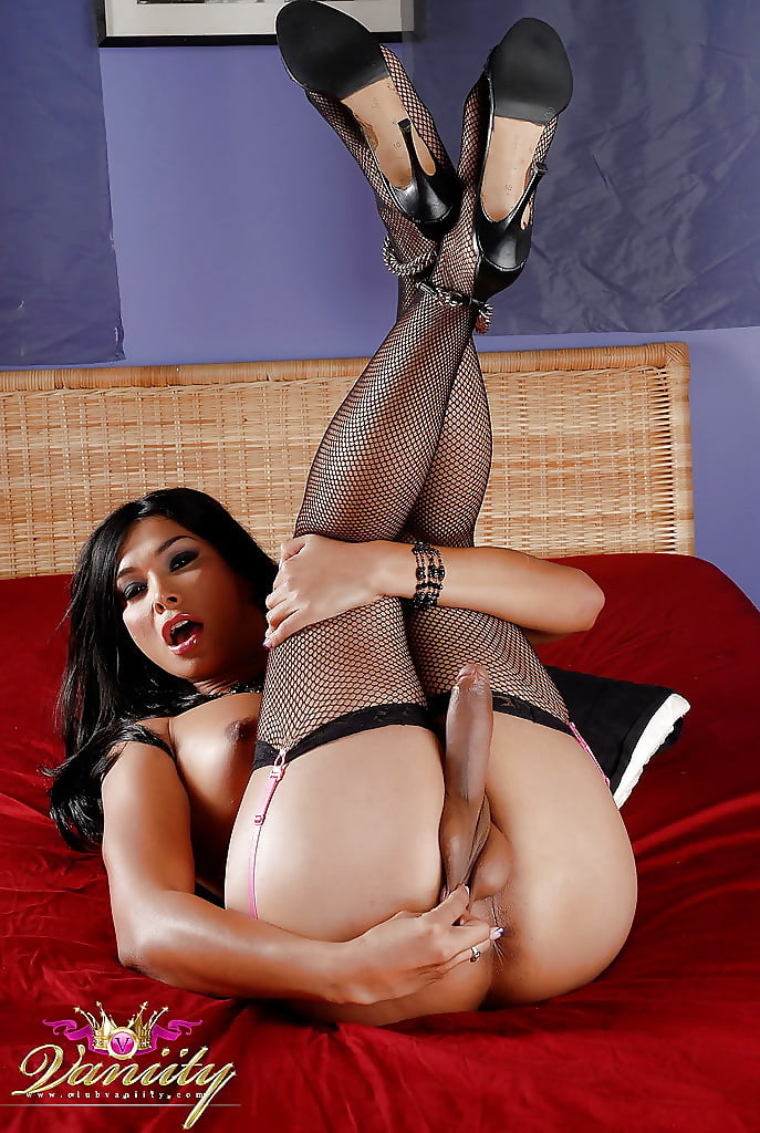 fucking-shemale-masterbats-with-stocking-naked-sportscaster-couples
