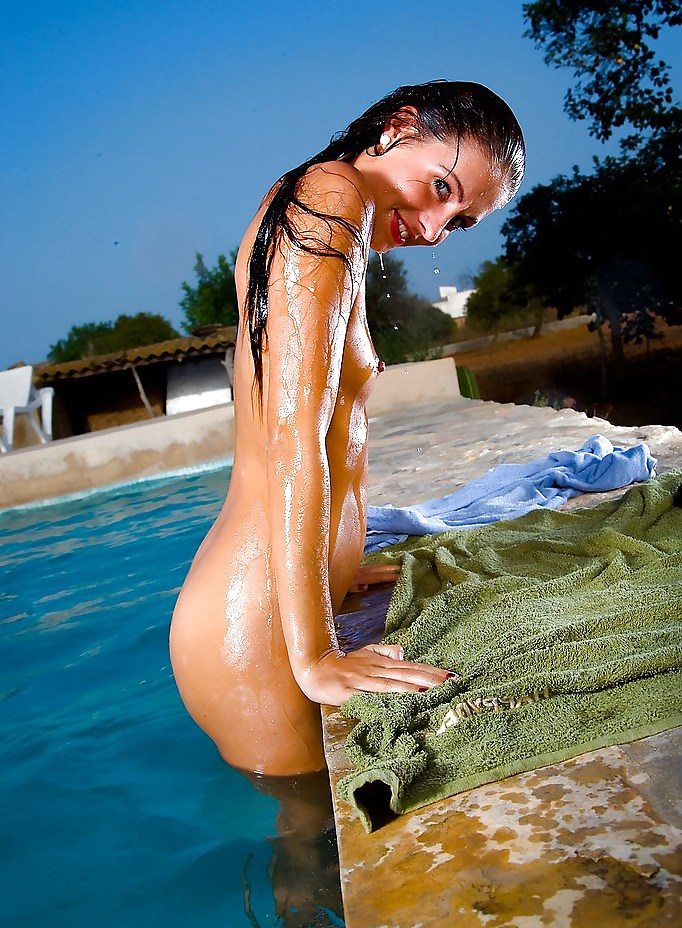 losing-naked-boobs-skinny-dipping-amateur-girl