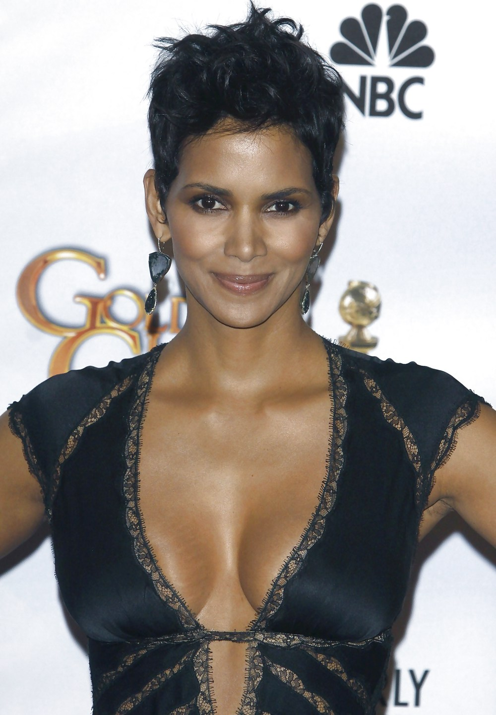Halle berry performs oral se — pic 15