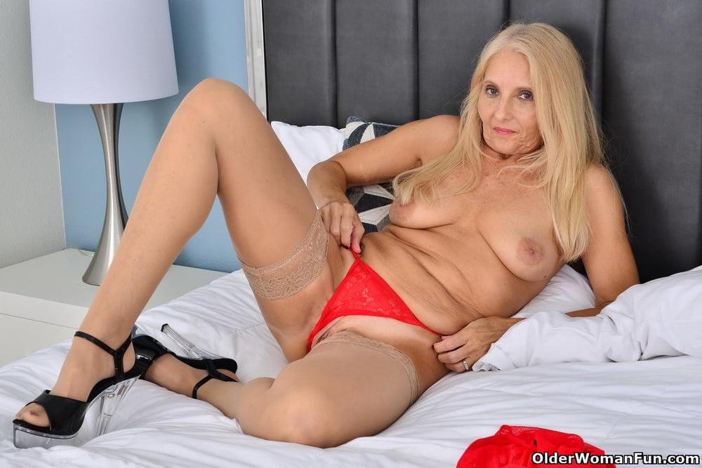 Chery Leigh from OlderWomanFun - 12 Pics