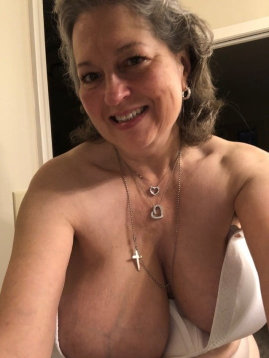 Pretty mature pussy