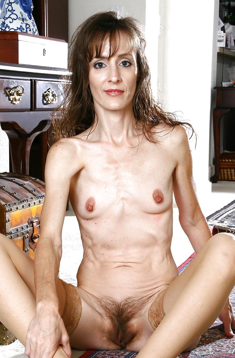 Секс молодых порно фото волосатых худых баб
