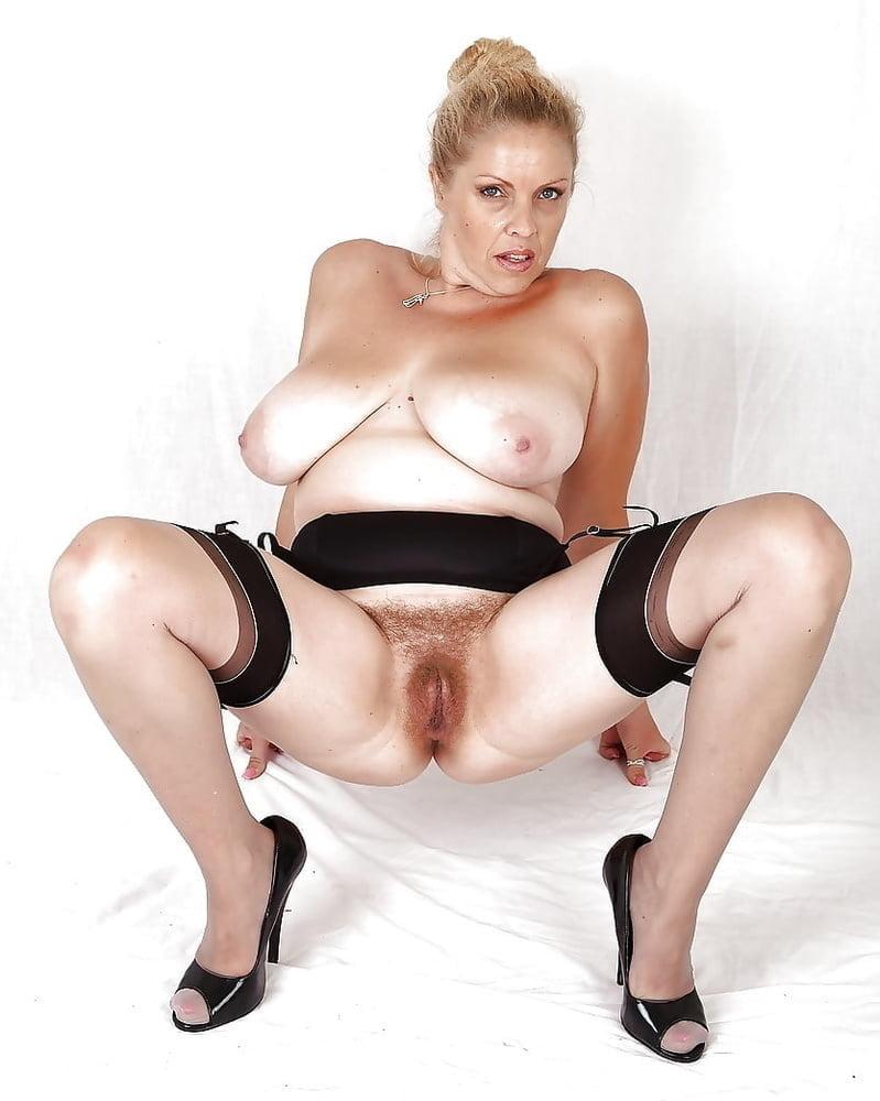 Huge natural tits british milf