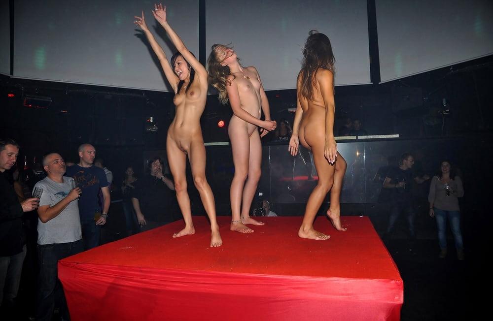 Sexi dance nude-9467