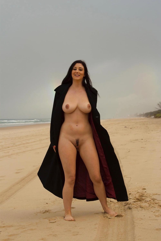 seminude-women-with-unbrella-rippers-city-light