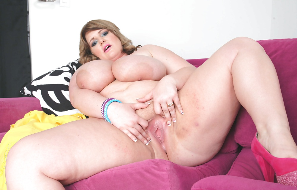 Big Ass Bbw Plays With Her Fat Pussy