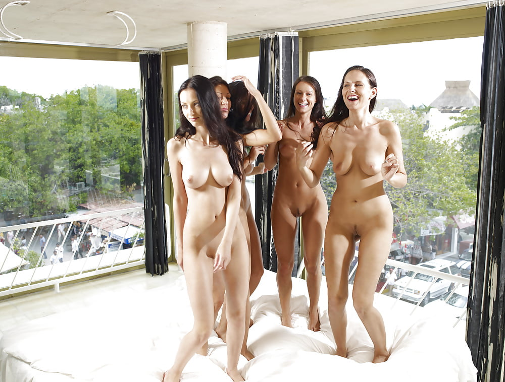 naked-chicks-in-hotels