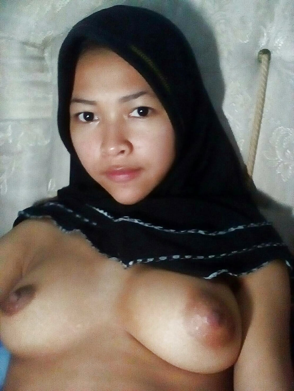 Malaysian girl hot cousin nude sexy leaked