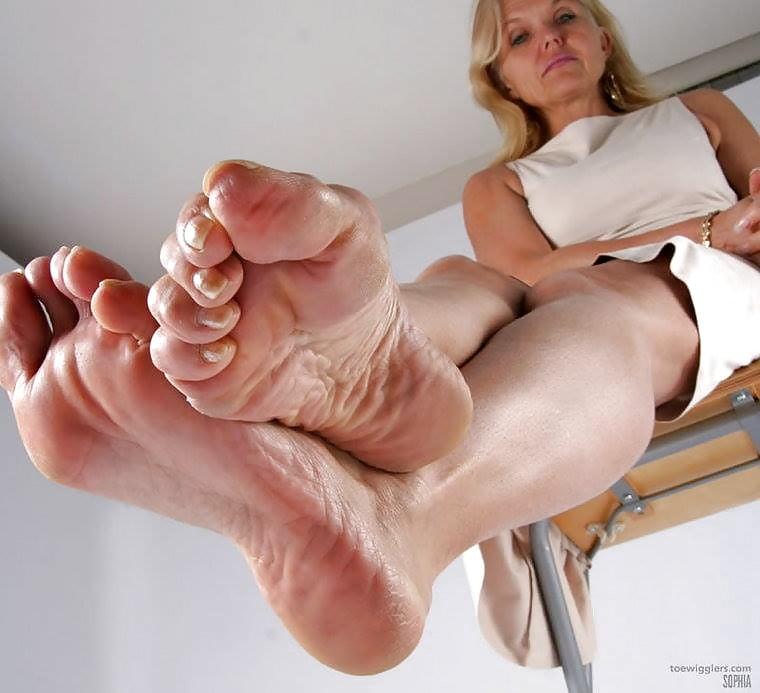 Mature feet foot — photo 13