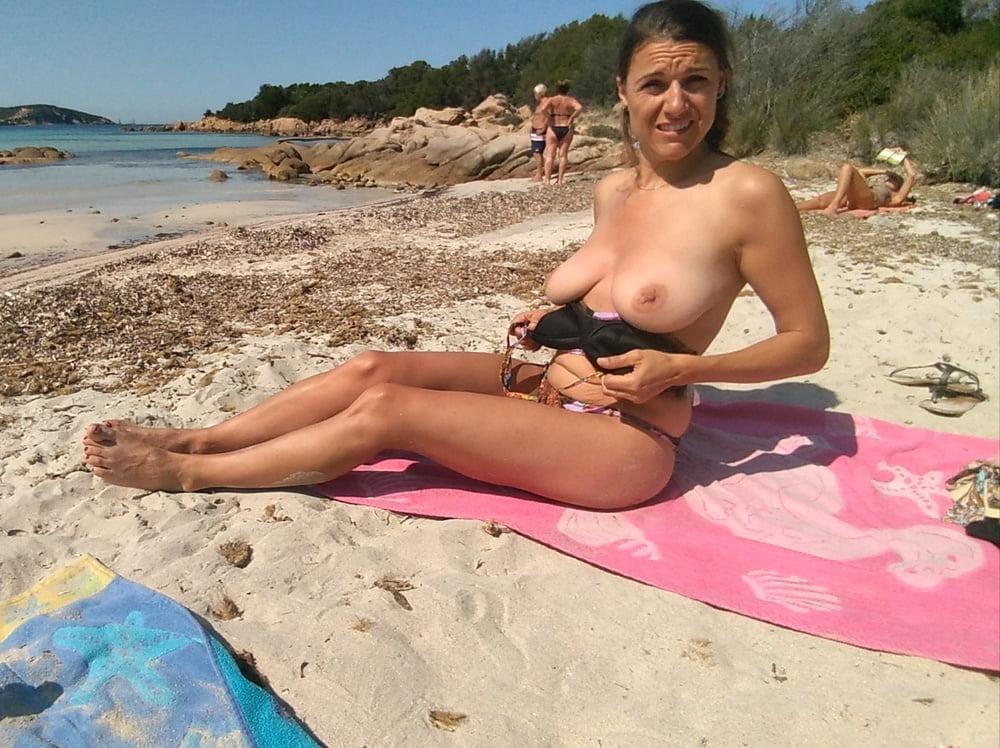 Swiss naked bitch, girl rideing a sex machiene
