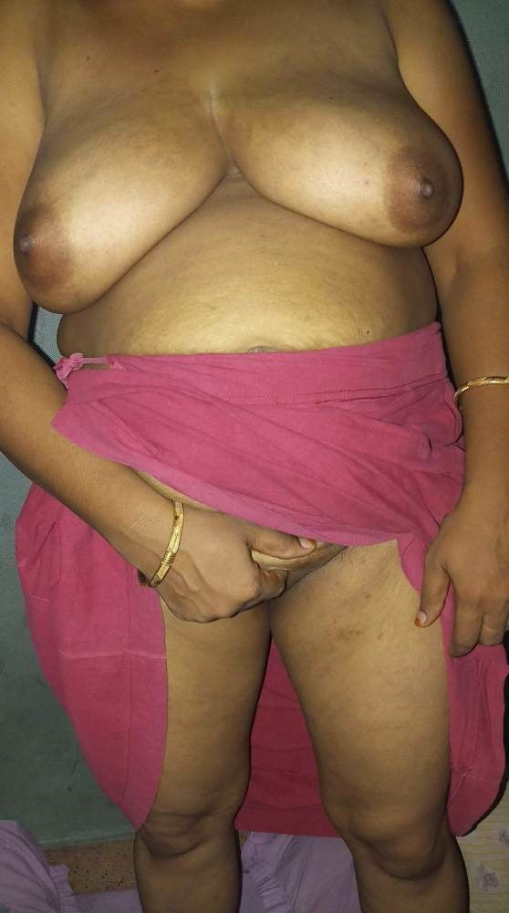 Tamil Aunty Shows Her Pussy In Public Upstairs