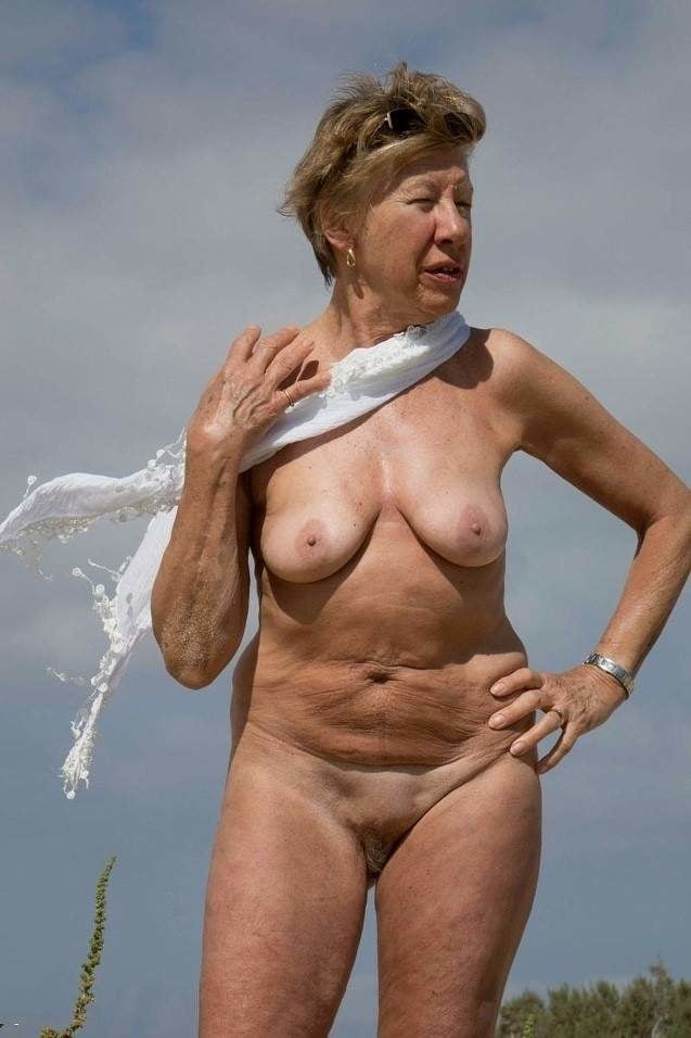 Mature nudist older woman — photo 6