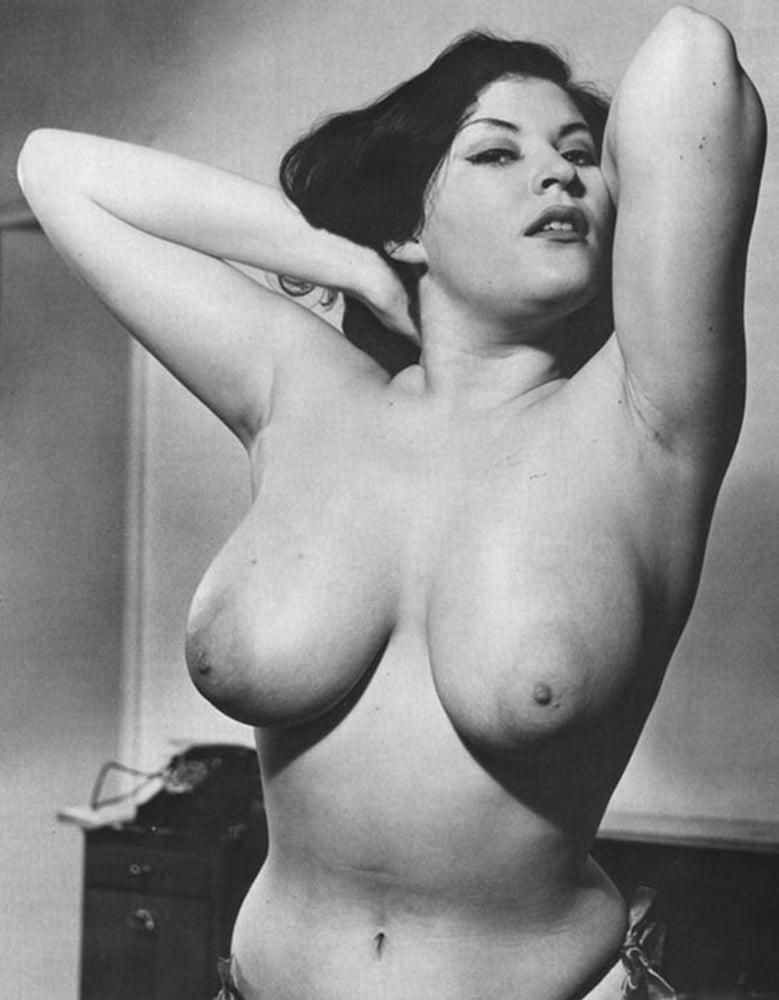 Самый толстый ретро эротика грудей как люди секс