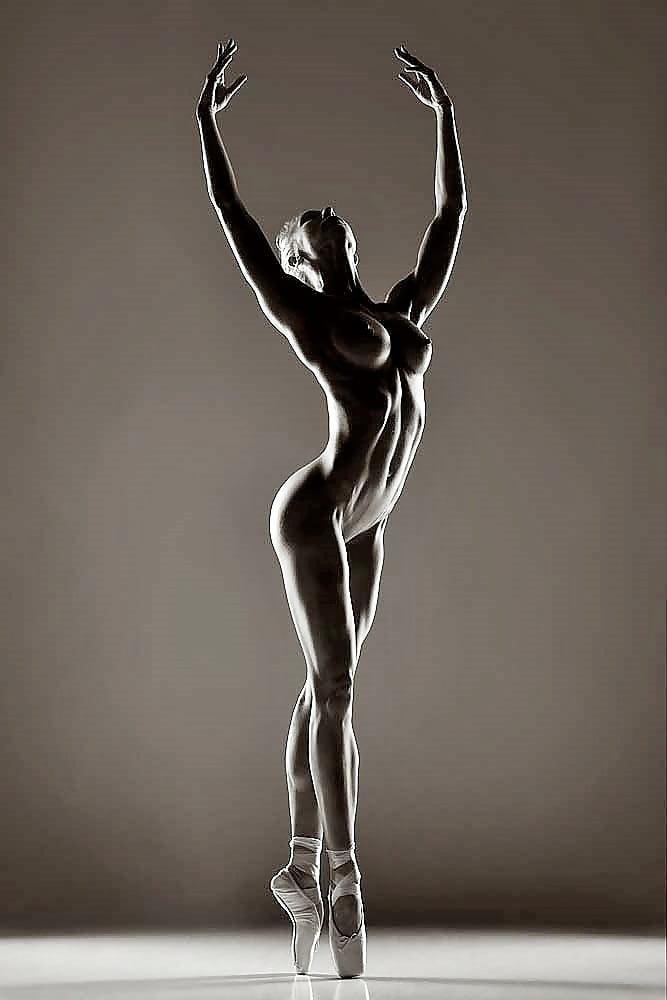 Эротика и балет, квадратная пизда фото
