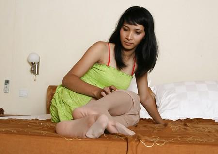 Amateur Woman shows Pantyhosefeet 23