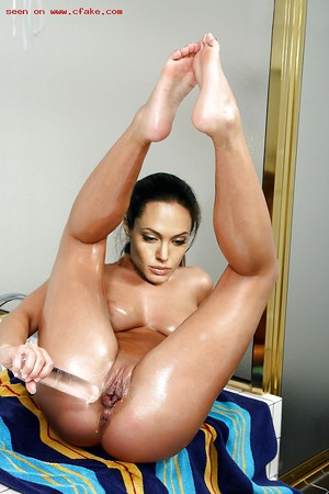 Angelina jolie showing her pussy