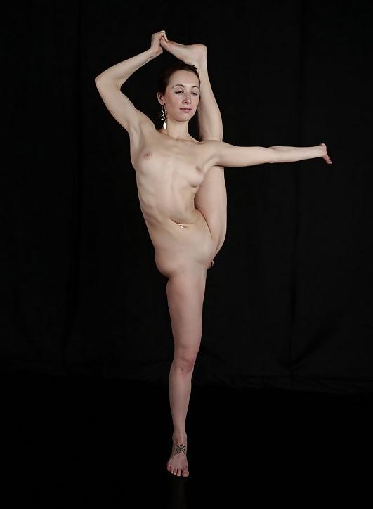 Hot girl nude jumping jacks