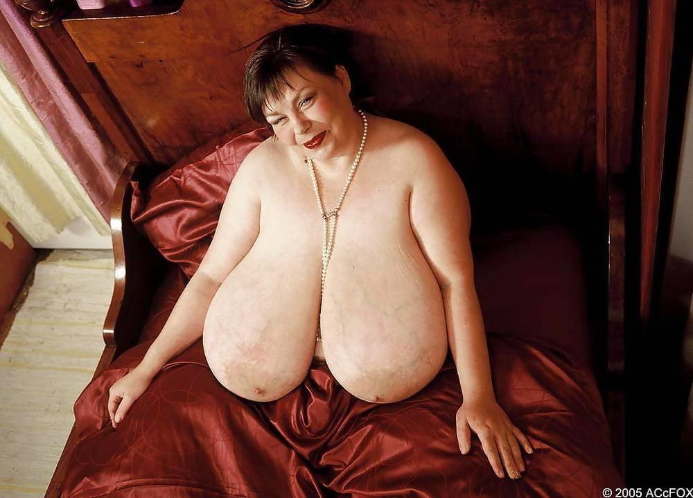 толстые женщины с невероятнейшими огромными грудями додсон немало