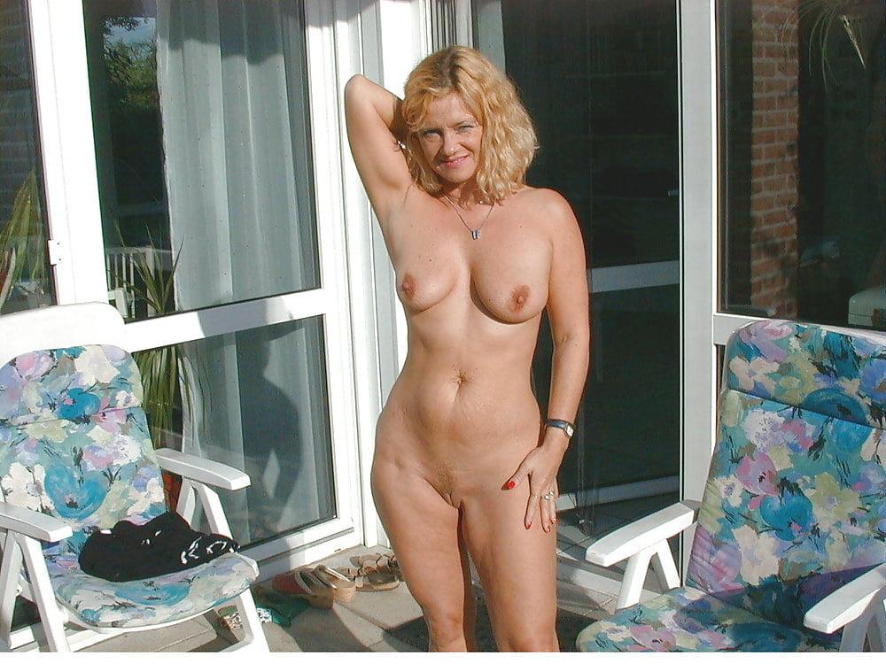 Hot brunette women nude