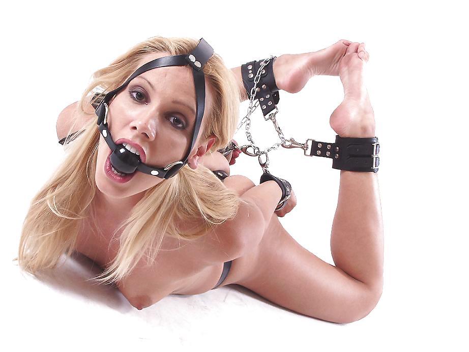 бдсм в наручниках с кляпом смотреть онлайн