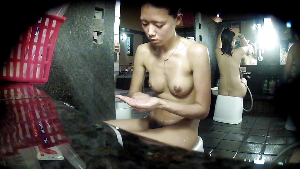 public-bathroom-girl-xxx-for-the-love-of-ray-j-naked-cast